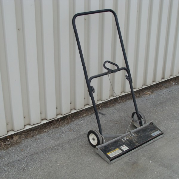Magnetic Sweeper 24″ Image