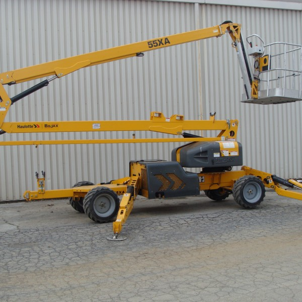 Lift, Bucket Self Propelled 55′ w/stabilizers Image
